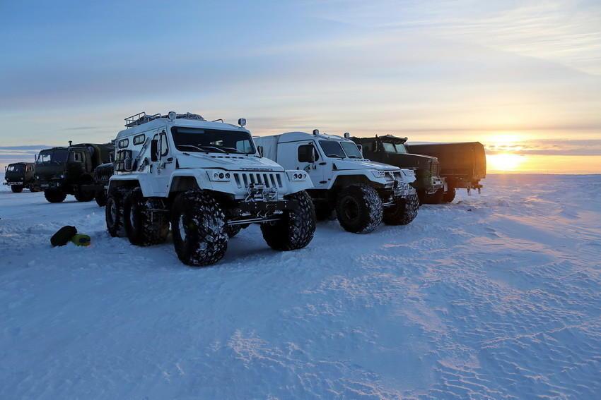 俄军全地形车部署北极接受考验图片