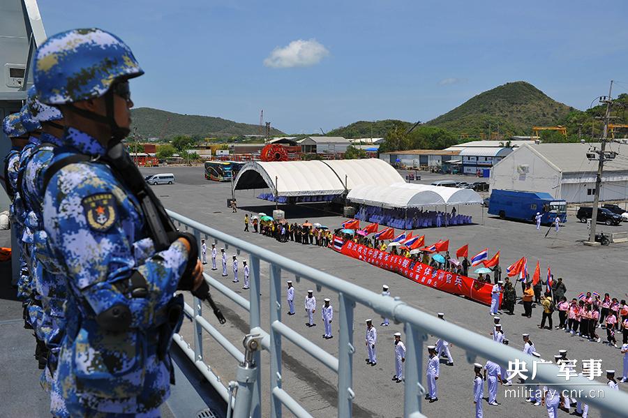 中方副指挥员、海军陆战队某旅参谋长张顺华介绍,此次联训,中图片