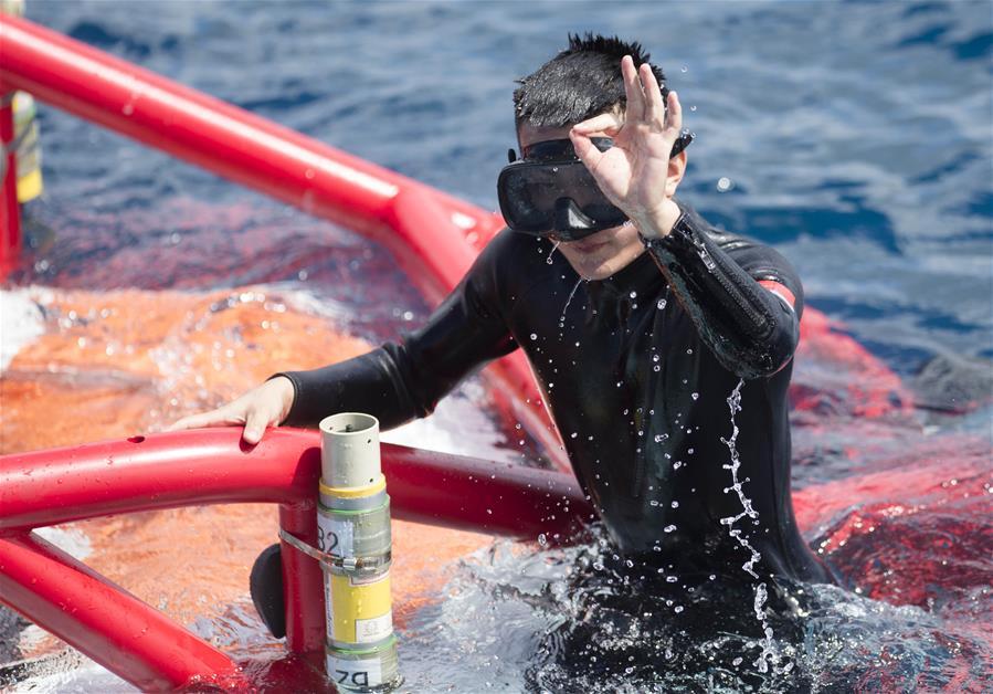 """当日,参加""""环太平洋-2016""""演习的中国海军援潜救生船长岛船搭图片"""