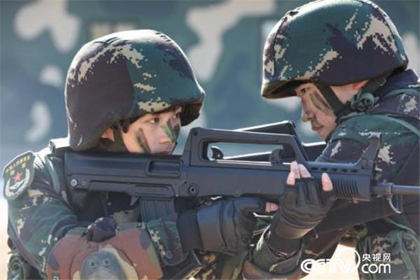 """有一种青春叫""""特战女兵"""" 不悔云裳换戎装 - 新兵 -"""