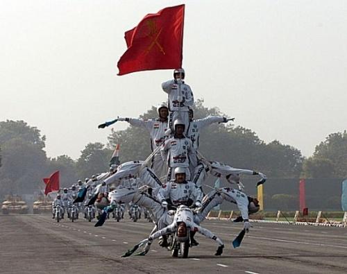网友搜集到印度华丽丽的阅兵式图[组图]