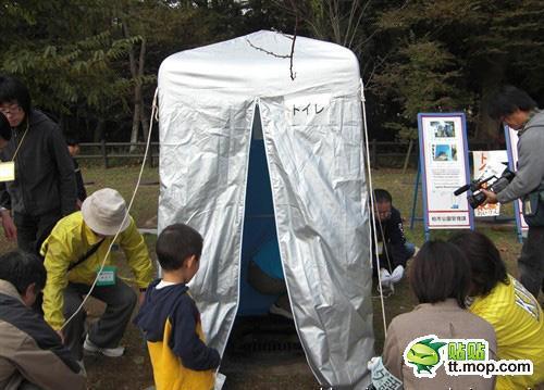 应灾有准备!看日本人如何搭建应急厕所[组图]