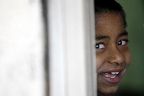 印度爱滋病小孩的孤单童年图片