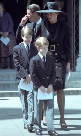 马加利教堂悼念戴安娜王妃的弟弟斯宾塞伯爵.-威廉王子童年照