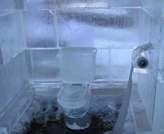 组图:超炫冰雕厕所!你敢上吗?