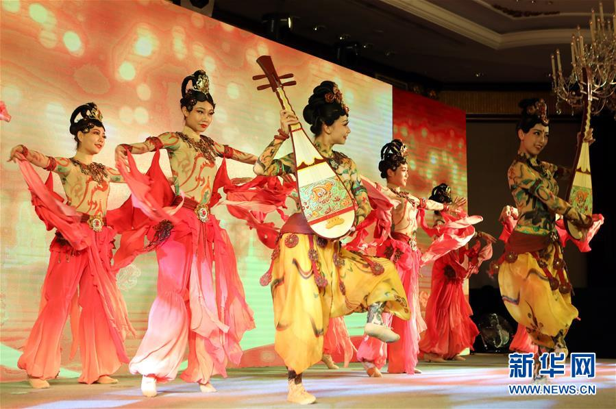 (XHDW)(1)2017西安·香港招商推介会暨重大项目签约仪式在香港举行