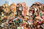 德藝術家打造500名垃圾人部隊 似異形生物來襲