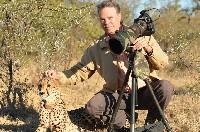 獵豹躺身旁 非洲保護區的難忘一刻