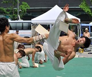 韓國跆拳道選手遊客面前秀絕技