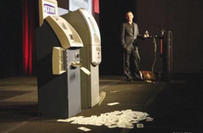 全球最牛黑客暴斃 生前曾讓ATM機狂吐鈔票
