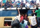 """孟加拉國民眾""""爬火車""""場面震撼"""