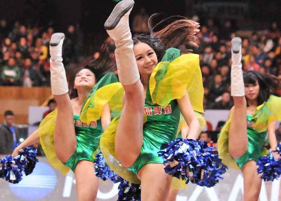 实拍CBA美女啦啦队热舞 图片频道