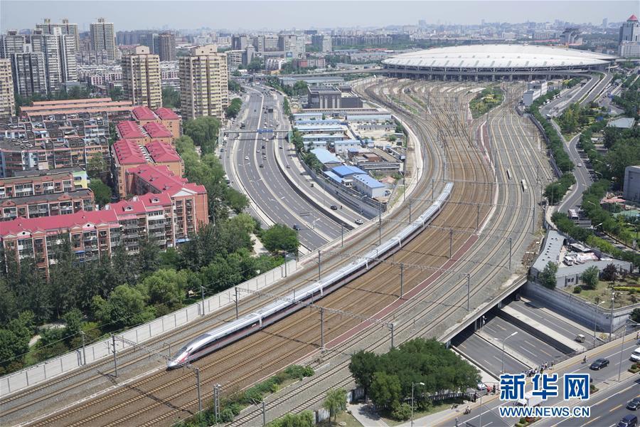 (新华全媒头条·图文互动)(2)前进,向着伟大复兴的中国梦!——写在党的十九大召开之际