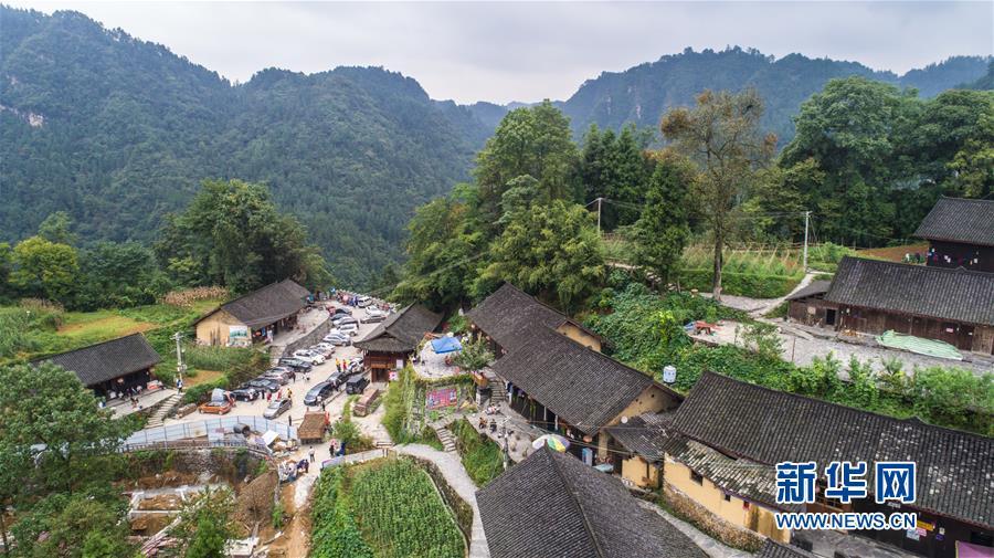 (新华全媒头条·图文互动)(7)前进,向着伟大复兴的中国梦!——写在党的十九大召开之际