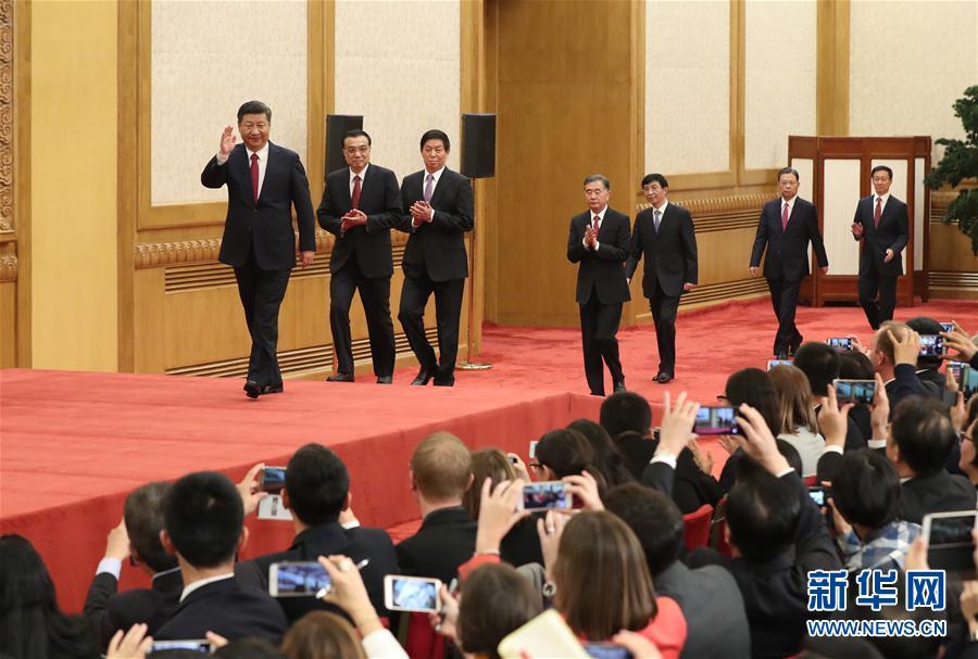 (十九大·XHDW)(1)习近平等十九届中央政治局常委与中外记者见面