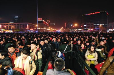 春運高峰持續 預計今日53.5萬人乘火車離京
