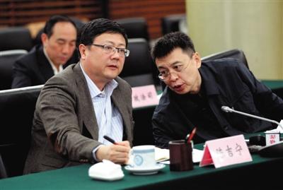 昨日,环保部长陈吉宁(左)和环保部副部长潘岳出席媒体座谈会。环保部供图