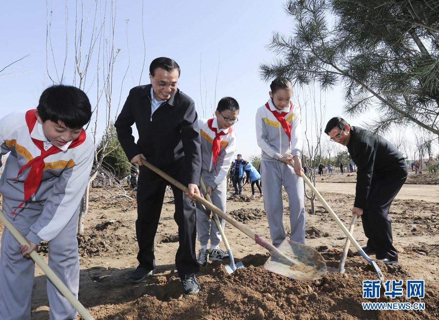 党和国家领导人参加首都义务植树活动 - 新新 -