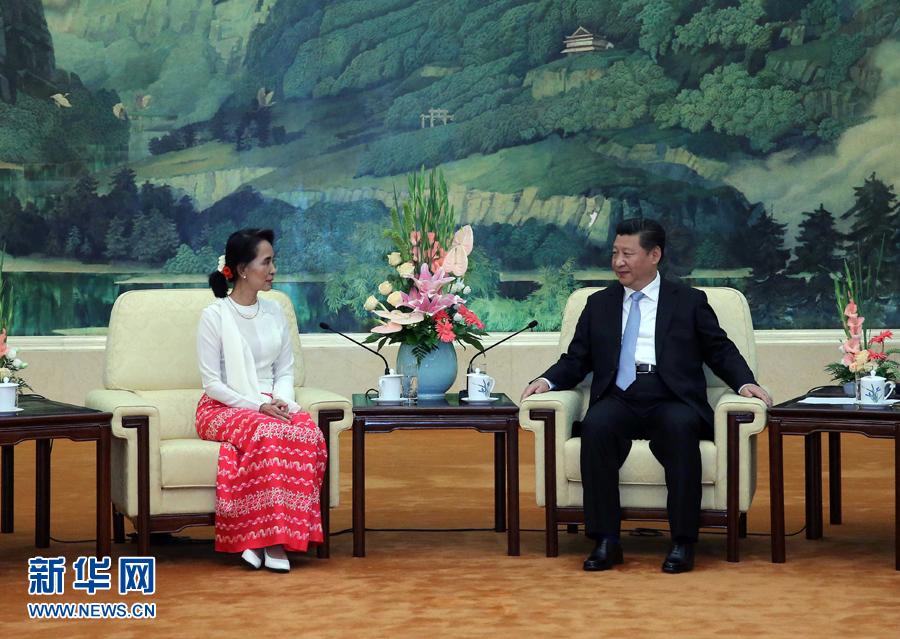 6月11日,中共中央总书记、国家主席习近平在北京人民大会堂会见由主席昂山素季率领的缅甸全国民主联盟代表团。 新华社记者刘卫兵摄