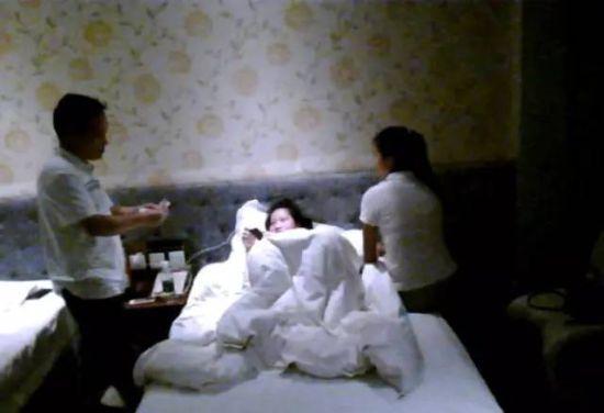 广西官员与两名女大学生玩双飞被停职 纪委介