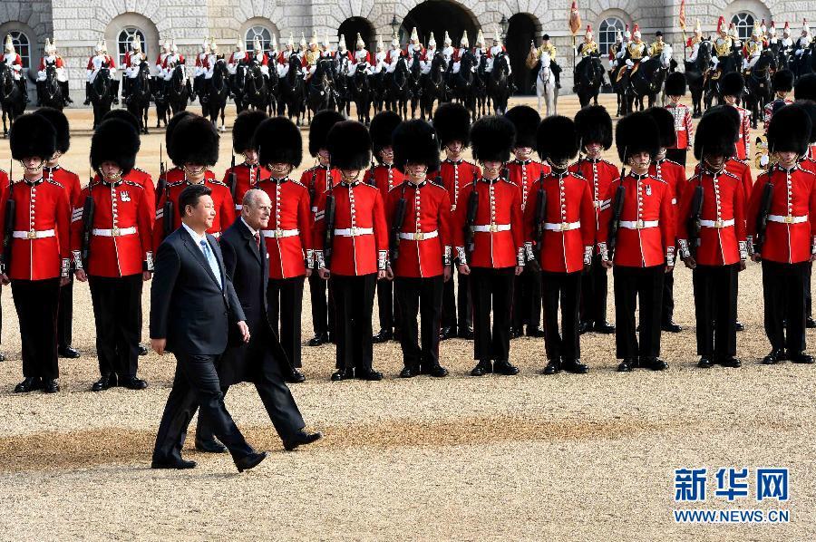 国家主席习近平出席英国女王举行的欢迎仪式 - 小花新新 -