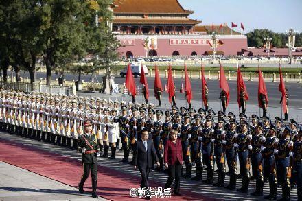 李克强举行仪式欢迎德国总理访华 - 小花新新 -