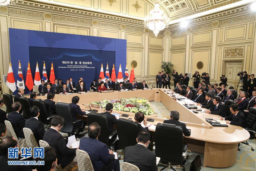 李克强出席第六次中日韩领导人会议 - 小花新新 -