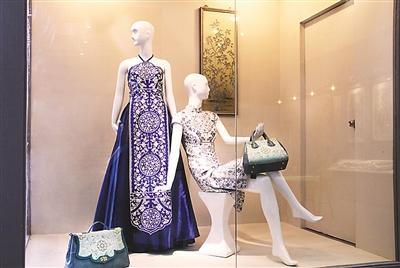 图为蜀锦蜀绣元素在现代服装中的运用.图片