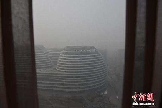 北京雾霾减弱速度缓慢 局地有零星小雪