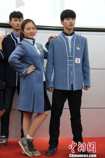 山东泰安新六中俯视图-你的校服是什么样?一身宽大的运动衣穿四季?近日,郑州市十二中的