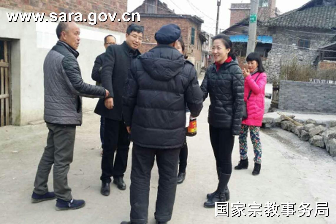 国家宗教事务局委托挂职干部在贵州省三都水族自治县走访慰问困难群众