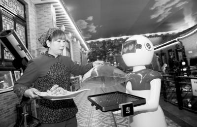 农家乐用智能机器人送菜