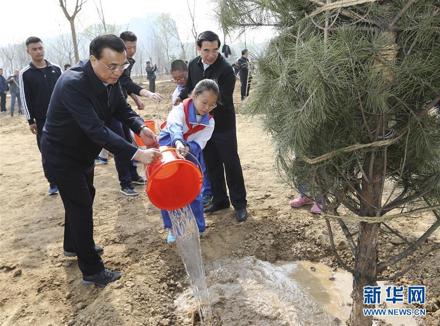 (XHDW)(1)党和国家领导人参加首都义务植树活动