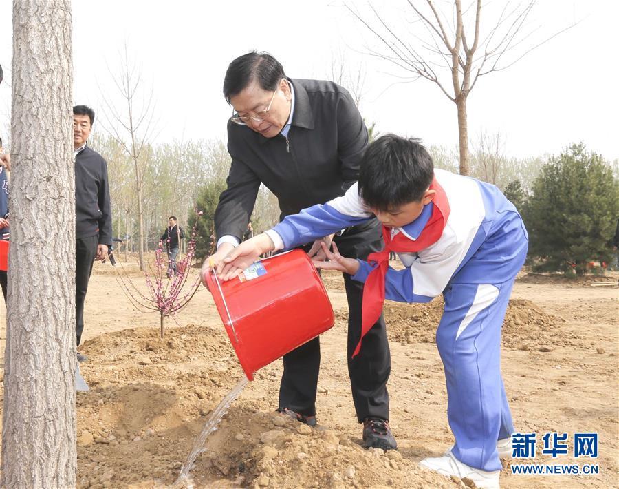 (XHDW)(2)党和国家领导人参加首都义务植树活动