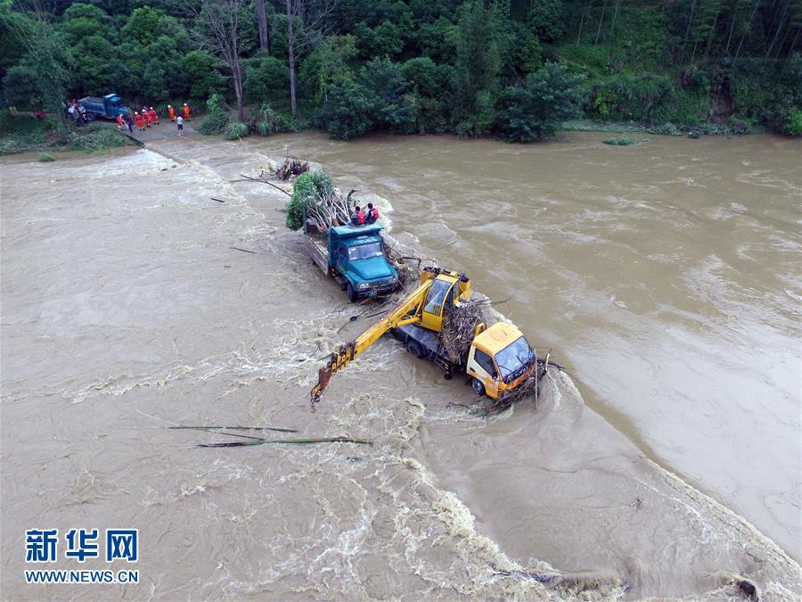 广西多地遭遇暴雨洪水袭击