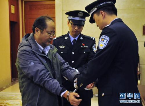 中纪委连续放出追逃狠话_贪官外逃有啥新特点?