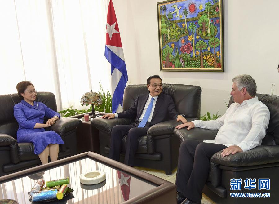 中国总理李克强向古巴民族英雄和革命先驱何塞·马蒂纪念碑敬献花圈 - 小花新新 -