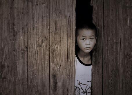 留守儿童存在的问题_留守儿童存心理及行为失控风险 谁来护佑他们?-新华网