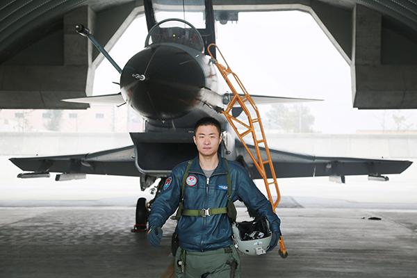 北部战区空军航空兵某团飞行员 步佳文