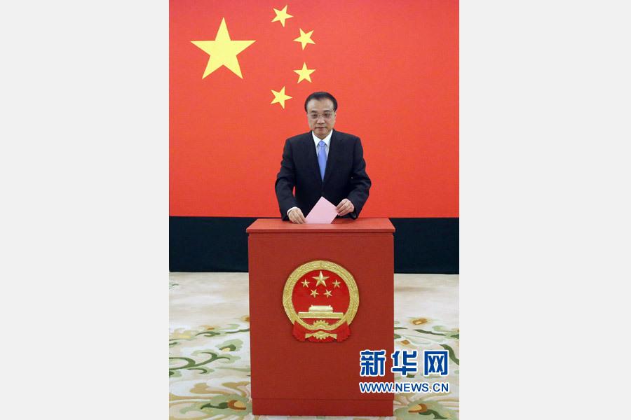 政协、中央军委有关领导同志和从领导职务上退下来的同志,在各自选