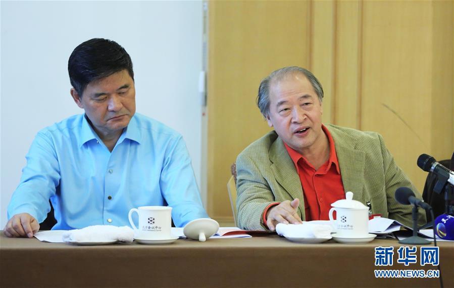 (两会・图片故事)(2)全国政协委员王书平:教农民画画的美协主席