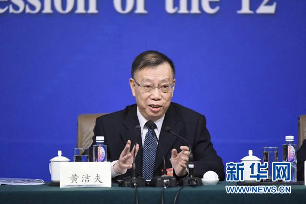 黄洁夫委员:医疗资源严重错配 2万多医院需