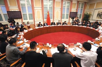 北京代市长蔡奇对话市民代表:持续雾霾我深感不安