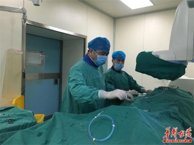 湖南政协委员会议间隙回医院做手术:人命大于天