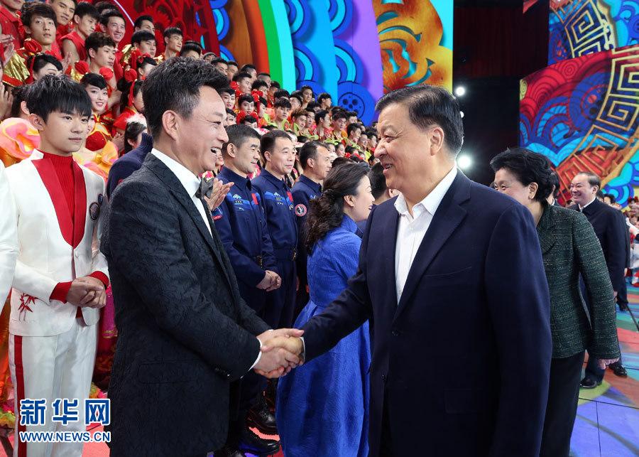 中央电视台春节联欢晚会准备就绪 刘云山看望慰问演职人员