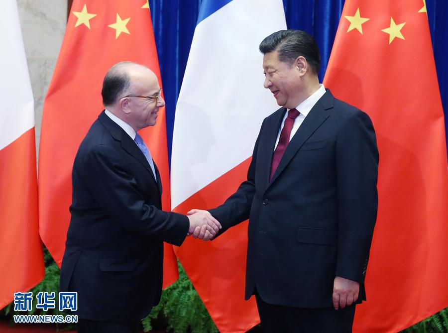 习近平会见法国总理卡泽纳夫