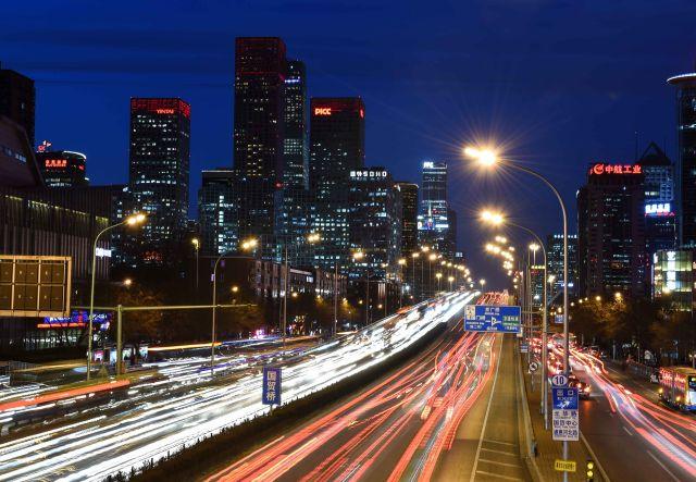 北京国贸桥附近夜景-国家中心城市绘出中国城市新天际线图片
