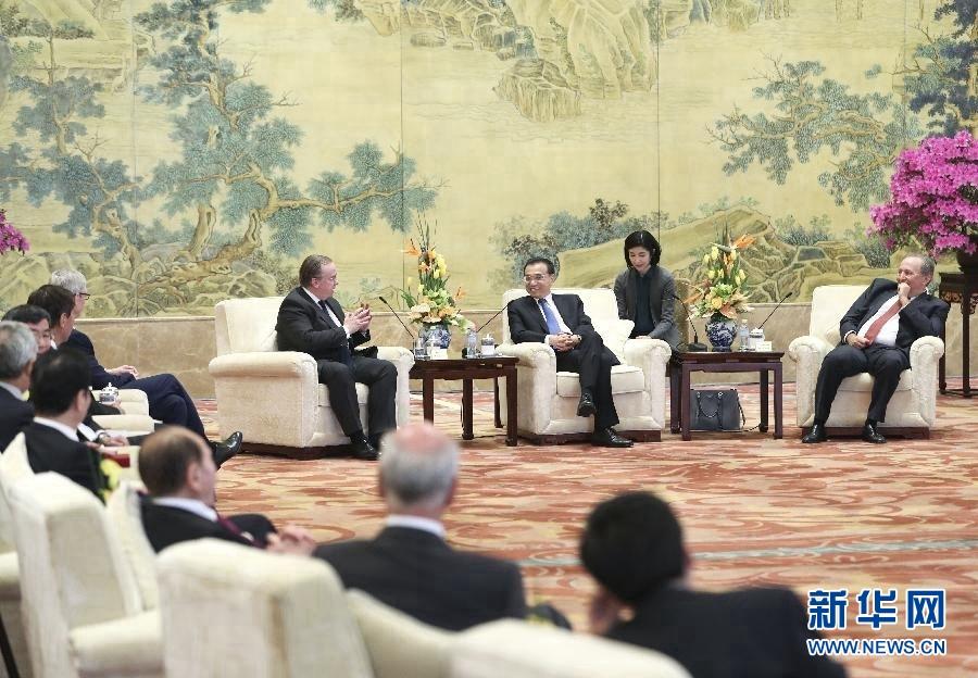 李克强会见出席中国发展高层论坛2017年年会的境外代表并座谈