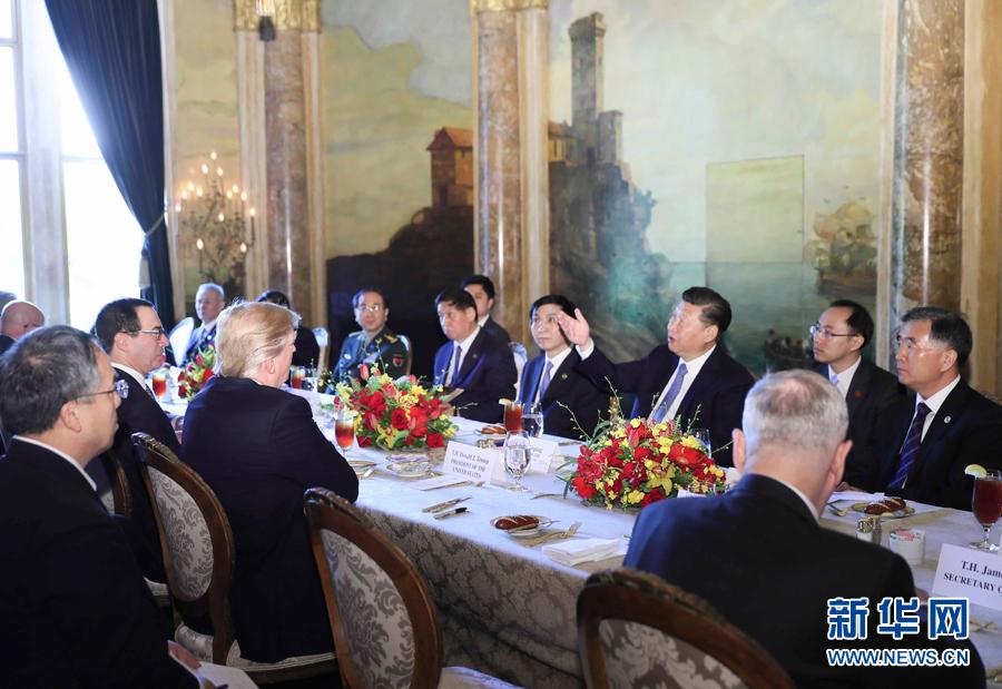 习近平和夫人彭丽媛出席美国总统特朗普和夫人梅拉尼娅举行的欢迎晚宴 - 小花新新 -