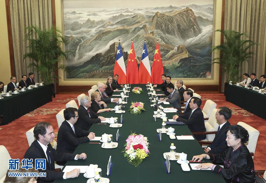 5月13日,全国人大常委会委员长张德江在北京人民大会堂会见智利总统巴切莱特。新华社记者 庞兴雷 摄